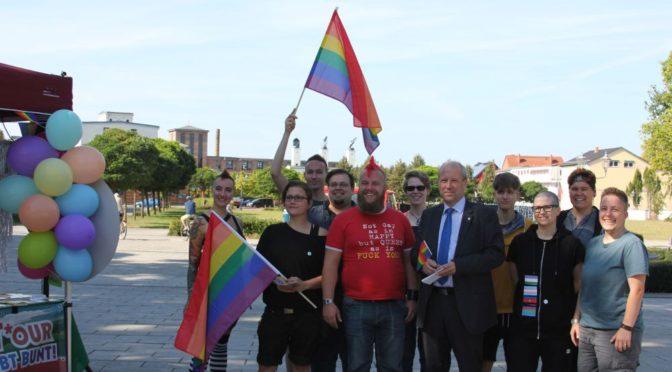 """Brandenburger Akzeptanzkampagne """"LesBiSchwulen T*our 2016"""" macht Halt in Guben"""