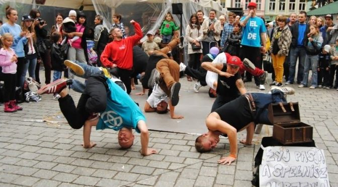 Jugendclub Comet gestaltet den Frühlingsfest-Freitag mit